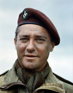 Richard Todd Born 11 June 1919 in Dublin, Ireland. Died 3 December 2009 in Little Humby, Lincolnshire, England. Hollywood Actor, Classic Hollywood, Richard Todd, Famous Veterans, War Film, King And Country, Classic Movie Stars, Video Film, British Actors