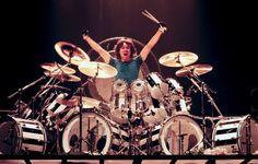 Alex Van Halen Black & White Striped Vista-Lite set by Ludwig in 1981 Alex Van Halen, Eddie Van Halen, Rock N Roll, Terry Bozzio, Drum Parts, Drum Patterns, Ludwig Drums, Drum Music, School Of Rock