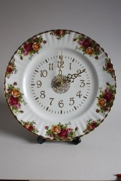 Royal Albert Old Country Roses Clock, Backstamped China clock. Vintage Dishes, Vintage Glassware, Vintage China, Vintage Teacups, Royal Albert, Rose Clock, Unique Clocks, Old Clocks, Rose Tea