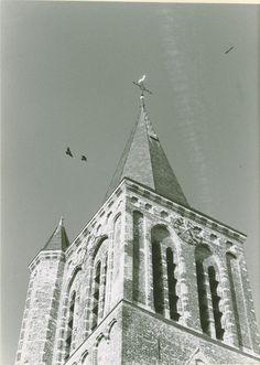 De gerestaureerde toren van van de afgebranden St. Petrus Bandenkerk aan het kerkplein Auteur: niet vermeld - 1990 - 1991