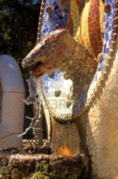 **Parc Güell (de Antoni Gaudí) Barcelona Colour Architecture, Architecture Details, Magnum Opus, Antoni Gaudi, Medieval Castle, Natural Forms, Tile Art, Belle Epoque, Mosaics