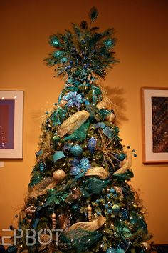 This one had a great earthy theme, with mushrooms, branches, leaves, and iridescent bubble ornaments.