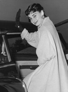 Audrey Hepburn à l'aéroport de New York City, 1953
