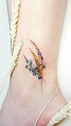 Tattoo Designs To Carry Your Favorite Flower On Your Skin. Are you looki. Simple Tattoo Designs To Carry Your Favorite Flower On Your Skin. Are you looki. - -Simple Tattoo Designs To Carry Your Favorite Flower On Your Skin. Are you looki. Mini Tattoos, Leaf Tattoos, Body Art Tattoos, Tatoos, Petite Tattoos, Tattoos Masculinas, Little Tattoos, Feather Tattoos, Skull Tattoos