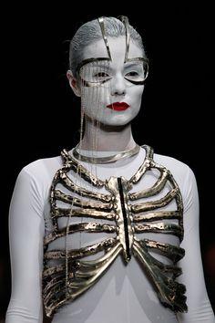 "Istanbul Fashion Week Wed Deniz Kaprol 2012 Spring / Summer ""Castle"" Reminds me of the skeleton dress by Schiaparelli Dark Fashion, Fashion Art, Runway Fashion, Womens Fashion, Fashion Design, Metal Fashion, Fashion Today, Lolita Cosplay, Molduras Vintage"