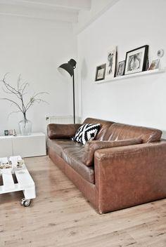 Living room. Cognac lederen bank. Woonkamer. Mooi.