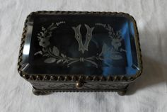 Check out this item in my Etsy shop https://www.etsy.com/uk/listing/281577884/french-box-jewellery-box-1800s-georgian