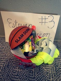 Turn a basketball (or volleyball) into a basket for Senior Night! Great way to get rid of old equipment. Bf Gifts, Diy Gifts For Boyfriend, Birthday Gifts For Boyfriend, Team Gifts, Cute Gifts, Boyfriend Ideas, Awesome Gifts, Unique Gifts, Basketball Boyfriend