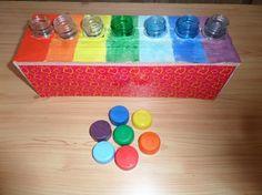 Дидактическая игра «Подбери по цвету крышку». Фото