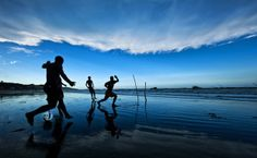 Futebol na beira da praia de Redondas, Ceará