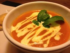 Soupe de tomates par Benkku81 Thai Red Curry, Ethnic Recipes, Food, Kitchens, Brown Sugar, Hot Appetizers, Eten, Meals, Diet