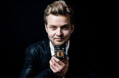 Johan Bülow er direktør, iværksætter og gastronom i eget firma, Lakrids by Bülow, der er en ung, fremadstormende dansk virksomhed, som har sat sig tungt på det danske marked og allerede etableret eksport til lande som Sverige, Norge, Finland, Tyskland og Holland. Lakridsprodukterne forhandles i Danmark i specialbutikker - vinforretninger, designerforretninger og på udvalgte hoteller. Desuden har Lakrids by Johan Bülow egne forretninger i Magasin på Kgs. Nytorv og i Lyngby, i Svaneke på…