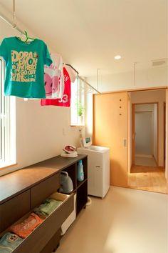ランドリールーム @ 子育てすくすくプロジェクト モデルハウス / みどりと風工房 施工実例