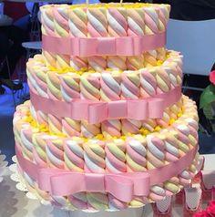 Marshmallow candy cake. Bolo de marshmallow. Marshmallow torcido