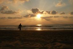 A guide to the best surf spots in Seignosse, France, including Casernes, Le Penon and Les Estagnots. Plus Seignosse Webcam & Surf Report. Best Surfing Spots, Sunset Surf, Surf Report, Basque Country, Big Waves, Paradis, Sunrise, Tours, France