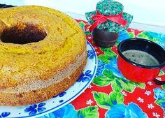 Bom dia! Bom acordar com nosso Bolo de Cenoura com Calda de Brigadeiro. #bolodecenoura #carrotcake #brigadeiro 🌱🐔🐄🍫🍰 @donamanteiga #donamanteiga #danusapenna #amanteigadas #gastronomia #food #dessert #pie www.donamanteiga.com.br