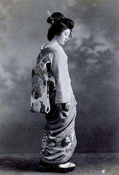 Tokyo Geisha 1920s by Blue Ruin1, via Flickr