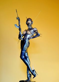 Hajime Sorayama - Commando figure | Flickr – Compartilhamento de fotos! sexy women wrapped somehow in metal. never realized robots can be sexy!