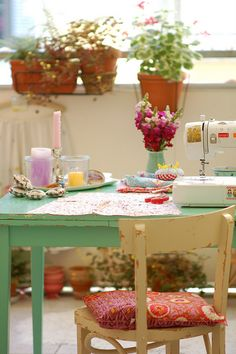 home decor, home decoration, idea, space, sewing space - craft room Sewing Spaces, Sewing Rooms, Decoration Shabby, Deco Retro, Shabby Chic, Shabby Cottage, Deco Boheme, Home And Deco, Space Crafts