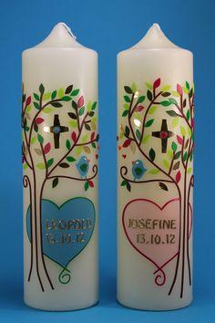 """*Handverziertes Taufkerzenset für Zwillinge  Modell """"Lebensbaum mit Kreuz""""*      Die Taufkerzen sind sehr liebevoll und detailreich gestaltet. Die ..."""