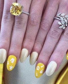 The Emmys, Anya Taylor Joy, Shout Out, Sparkle, Nails, Beauty, Instagram, Red Carpet, Twitter