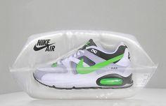 Nike lance ici un packaging innovant pour sa célèbre Nike Air. Il est en forme de bulle d'air comme ce qui a fait la renommée de cette chaussure… ton talon muni d'un coussin d'air ! L'emballage inspire donc le confort, le désign et la légèreté.  Il n'y a pas d'indication spécifique au produit comme une description ou un sigle. Il est en effet transparent pour laisser voir la chaussure en elle-même. C'est une innovation marketing qui attire l'œil des clients potentiels.