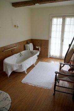 More hardwoods in the bath.