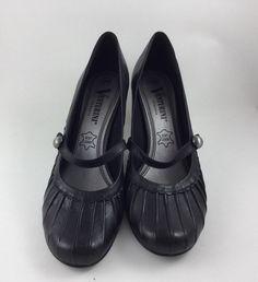 Mein Schwarze Pumps, kaum getragen von Venturini. Größe 39 für 25,00 €. Schau es dir an: http://www.kleiderkreisel.de/damenschuhe/high-heels-and-pumps/157190557-schwarze-pumps-kaum-getragen.