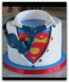 are you looking for awesome ideas to create your Superman cake or need some inspiration for it, look no further, below you can find 23 cool superman cakes Cupcakes, Cupcake Cakes, Bolo Super Man, Bolo Original, Superman Cakes, Superman Suit, Bolo Fack, Superman Birthday Party, Cake Birthday