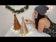 Easy and cheap Christmas crafts for recycling Recycled Christmas Decorations, Cheap Christmas Crafts, Christmas Art, Christmas Projects, All Things Christmas, Christmas Holidays, Xmas, Diy And Crafts, Panda