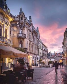 Oradea Beautiful World, Beautiful Places, Top Photo, Eastern Europe, Running Away, Travel Essentials, Places To Visit, Around The Worlds, England