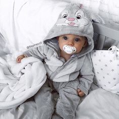 Baby clothes should be selected according to what? How to wash baby clothes? What should be considered when choosing baby clothes in shopping? Baby clothes should be selected according to … So Cute Baby, Cute Baby Clothes, Cute Kids, Cute Babies, Cute Children, Children Style, Young Children, Funny Babies, Fashion Kids