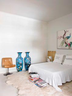 Interior Designer: Cristina Rodríguez, Barcelona :: This Is Glamorous Minimalist Interior, Modern Minimalist, Mesa Tulip, Estilo Art Deco, Chinoiserie Chic, Take A Nap, Humble Abode, Sweet Home, Bedroom Decor