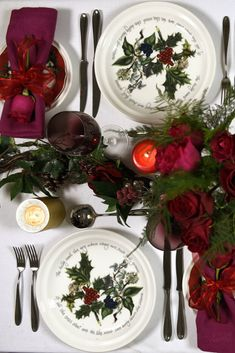 A great traditional red and green plate set from Portmeirion for Christmas. Called Holly and Ivy this is perfect for festive dining and entertaining  #Portmeirion #festive #diningtable #holly #Christmastable #Christmaslunch