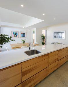 St Kilda – Award winning Kitchen and Bathroom design Melbourne by Patricia La Torre Kitchen Family Rooms, Home Decor Kitchen, New Kitchen, Kitchen Dining, Bathroom Tile Designs, Kitchen Stories, Minimalist Kitchen, St Kilda, Beautiful Kitchens