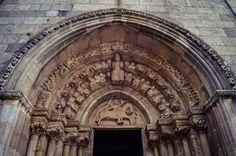 Portada de la Iglesia de Santa María de Azogue (Betanzos - Spain)