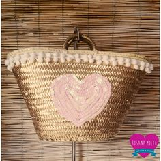 CapazoCorazón Oro by RosanaMoltoCapazos on Etsy Fundraising Crafts, Beach Basket, Art Bag, Art N Craft, Basket Bag, Summer Bags, Diy Embroidery, Handmade Bags, Basket Weaving