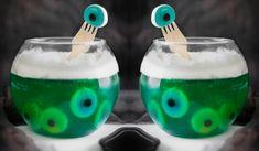 """<p><b>Bebidinhas divertidas (e não alcoólicas) para o Dia das Bruxas </b><br/></p><p><br/></p><p>Festas temáticas são sempre divertidas e a gente sempre se esforça na <a href=""""http://www.taofeminino.com.br/lifestyle/album1264005/decoracao-halloween-0.html#p1"""">decoração</a>, não é mesmo? Mas não podemos deixar de lado os comes e bebes. Por isso, separamos receitas superfáceis – e aterrorizantes – para completar o ar fantasmagórico da sua festa de Halloween. Ah, e elas são todas sem álcool…"""