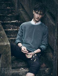 Male Fashion Trends: 'Boyhood': Editorial por Olivier Yoan para Elsewhere Magazine Photography Poses For Men, Portrait Photography, Fashion Photography, Foto Fashion, Mens Fashion, Fashion Trends, Trendy Fashion, Men With Street Style, Male Poses