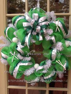 Golf Wreath in Kelley Green Deco Mesh, Masters, Golf Ribbon, Spring Wreath, Golf  balls and tees, Wreath, Sports Wreath,f