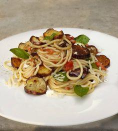 ιστορικά σπαγγέτι: pasta alla norma - Non plus ultra Non Plus Ultra, Vegan Recipes, Spaghetti, Sweet Home, Pasta, Ethnic Recipes, Greek, Sweets, Food