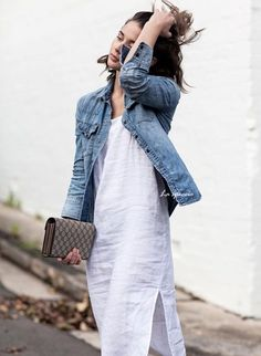 The truth is that there are many denim jacket outfits available, but we are going to begin our survey with the classiest match. The fact is that a jacket and leggings match each other perfectly. Fashion Mode, Look Fashion, Street Fashion, Fashion Trends, Denim Fashion, Fashion Ideas, Womens Fashion, Spring Summer Fashion, Spring Outfits