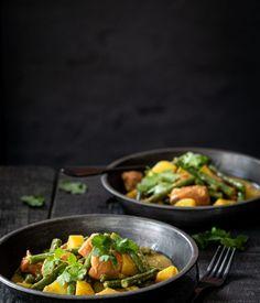 Thaise curry met zalm recept | Miljuschka.nl Fish, Ethnic Recipes, Thailand, Pisces