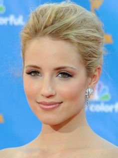 Glee star Dianna Agron always looks great at award shows, and when she's got her hair up, it's usually in a voluminous updo like this. Her eye look is also Wedding Makeup Tips, Bridal Hair And Makeup, Bridal Beauty, Wedding Beauty, Hair Wedding, Wedding Blog, Wedding Ideas, Pale Makeup, Natural Makeup