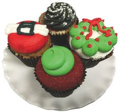 HOLIDAY TREATS MADE TO ORDER Special orders or right off the baking rack, Smallcakes has you covered and can create custom cupcakes or mini-cupcakes for your holiday table. Place your order now! Smallcakes, 1600 Frederica Rd., Ste 6, 912.434.9106.
