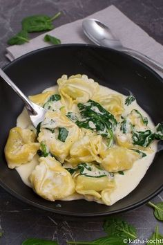 Quick tortellini with spinach and cream sauce - Katha cooks! - Quick tortellini with spinach and cream sauce - Shrimp Recipes, Pizza Recipes, Soup Recipes, Salad Recipes, Chicken Recipes, Italian Recipes, Mexican Food Recipes, Vegetarian Recipes, Healthy Recipes