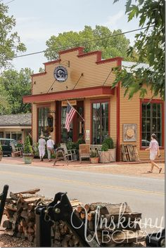 Franklin and Leiper's Fork, Tennessee - These two towns are right up my country-loving alleyway.