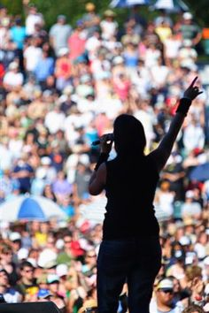 How to Become a Good Public Speaker  You can do it. Learn how.