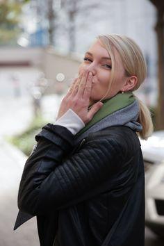 Schal aus feinstem Loden aus 100% Merinowolle. Das Schultertuch besticht durch ein angenehmes Tragegefühl. Das Dreieckstuch ist personalisierbar durch ein individuelles Monogramm und somit ein perfektes Geschenk. Passend zum modernen Outfit und zu Dirndl und Tracht.----- Shawl made from finest loden from 100% merinowool.  Scarf, shoulder scarf. Suitable to modern outfits and traditional clothes like dirndl. Perfect personalised Gift. #scarf #austriandesign #merinowool Winter Outfits, Casual Outfits, Moderne Outfits, Minimal, Couple Photos, Couples, Gift Ideas, Fall, Special Gift For Boyfriend