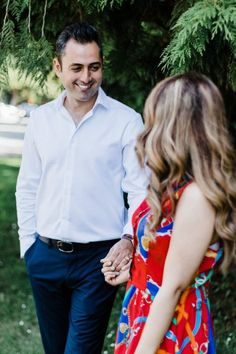 Ali and Sahel celebrated their one year anniversary witр this photoshoot on Lovers Trail at Stanley Park, Vancouver. Stanley Park, Engagement Photo Inspiration, Anniversary Photos, How To Pose, Street Photo, Engagement Shoots, Couple Photography, Photo Sessions, Anastasia